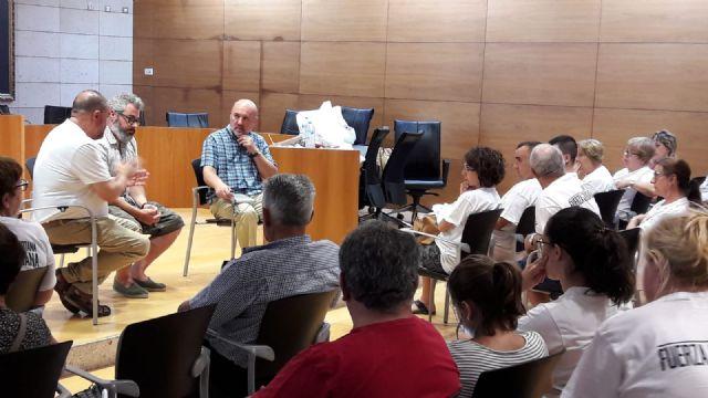 El Coordinador regional de Izquierda Unida se re�ne con las familias afectadas por el Trazado del AVE, Foto 2