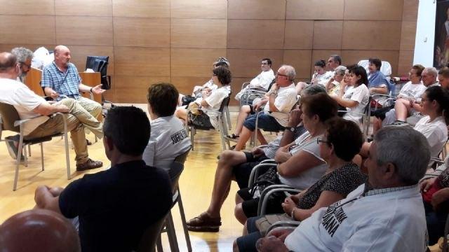 El Coordinador regional de Izquierda Unida se re�ne con las familias afectadas por el Trazado del AVE, Foto 4