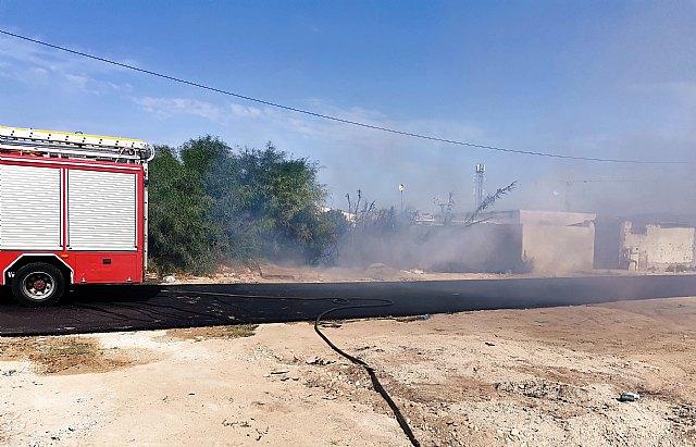 Incendio de matorral con afectación a viviendas en Alcantarilla - 2, Foto 2