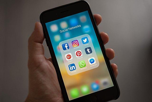 Aplicaciones y redes sociales: nueva normalidad en los colegios - 1, Foto 1