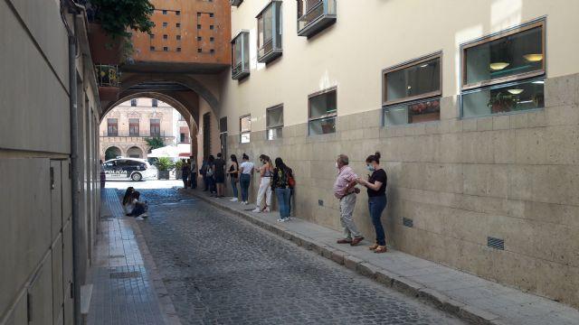 Los lorquinos sufren retrasos superiores a las dos horas para acceder al Registro Municipal tras los nefastos cambios internos decretados por el actual alcalde - 1, Foto 1