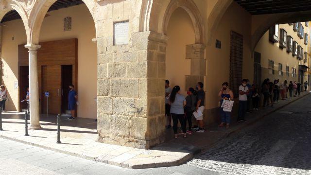 Los lorquinos sufren retrasos superiores a las dos horas para acceder al Registro Municipal tras los nefastos cambios internos decretados por el actual alcalde - 2, Foto 2