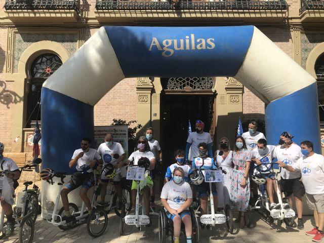 Los peregrinos de DisCamino son recibidos entre aplausos en la Plaza de España - 1, Foto 1