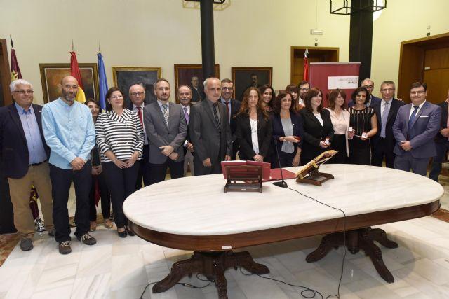 Doce docentes de la Universidad de Murcia toman posesión de sus cátedras y plazas de profesor titular - 1, Foto 1