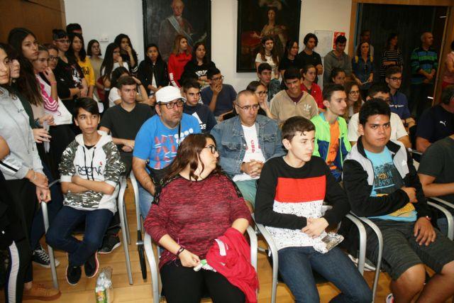 Totana conmemora hoy el Día Mundial de la Salud Mental con la celebración de un acto institucional y actividades de concienciación con escolares en la plaza Balsa Vieja - 3, Foto 3