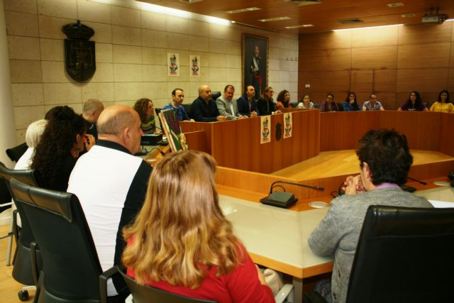 Totana conmemora hoy el Día Mundial de la Salud Mental con la celebración de un acto institucional y actividades de concienciación con escolares en la plaza Balsa Vieja - 4, Foto 4