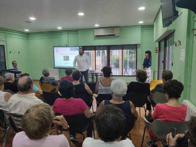 Decenas de personas participan en los talleres presenciales de los presupuestos participativos 2020 - 1, Foto 1