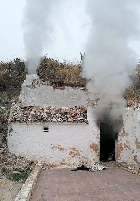 Incendio en una casa cueva en Yecla - 1, Foto 1