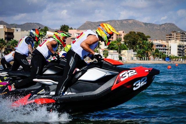 Las motos vuelan sobre las aguas de la Bahía, Foto 2