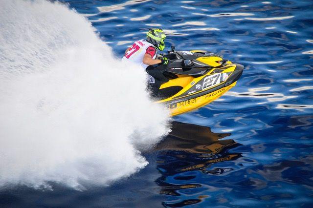 Las motos vuelan sobre las aguas de la Bahía, Foto 5