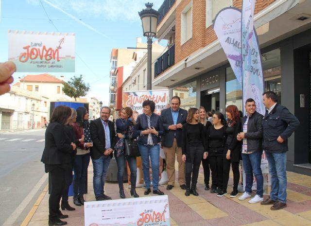 Los jóvenes de Puerto Lumbreras se beneficiarán de ventajas y descuentos en 86 comercios locales con el nuevo carné joven - 1, Foto 1