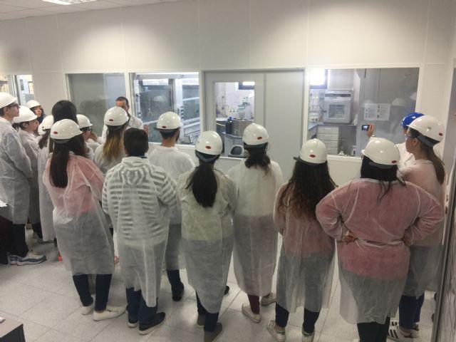 Escolares de Alcantarilla conocen sobre el terreno cómo trabaja Derivados Químicos - 1, Foto 1