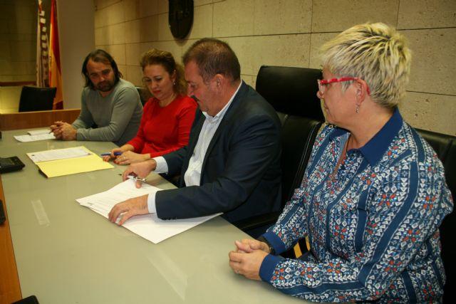 El Ayuntamiento y el El Candil suscriben un convenio para desarrollar los proyectos Labor: un paso hacia la empleabilidad y Labor 2.0: Garantía Juvenil, Foto 1