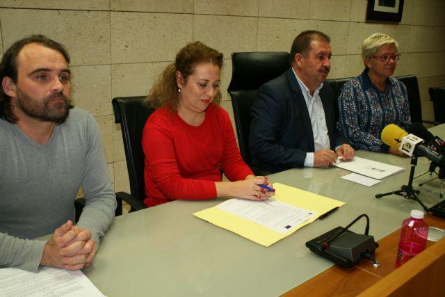 El Ayuntamiento y el El Candil suscriben un convenio para desarrollar los proyectos Labor: un paso hacia la empleabilidad y Labor 2.0: Garantía Juvenil, Foto 3