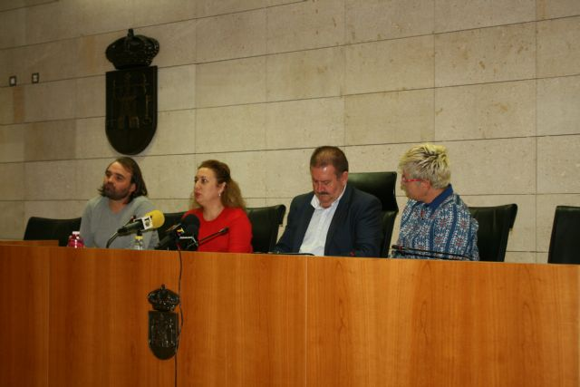 El Ayuntamiento y el El Candil suscriben un convenio para desarrollar los proyectos Labor: un paso hacia la empleabilidad y Labor 2.0: Garantía Juvenil, Foto 4