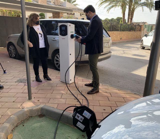 San Javier estrena los dos primeros puntos municipales de recarga  para vehículos eléctricos - 1, Foto 1