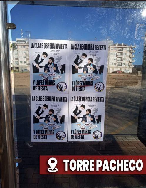 La región amanece con carteles de burla hacia López Miras - 1, Foto 1