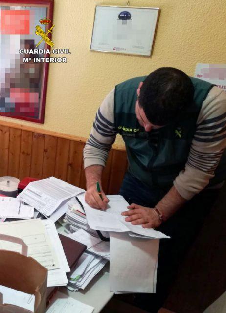 La Guardia Civil esclarece medio centenar de estafas en la contratación de pólizas de seguro para vehículos en Beniel - 1, Foto 1