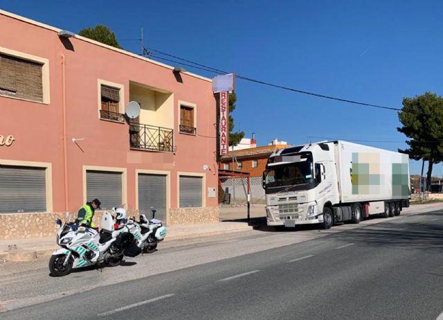 La Guardia Civil detiene al conductor de un vehículo articulado de 40 toneladas que sextuplicaba la tasa de alcoholemia, Foto 1