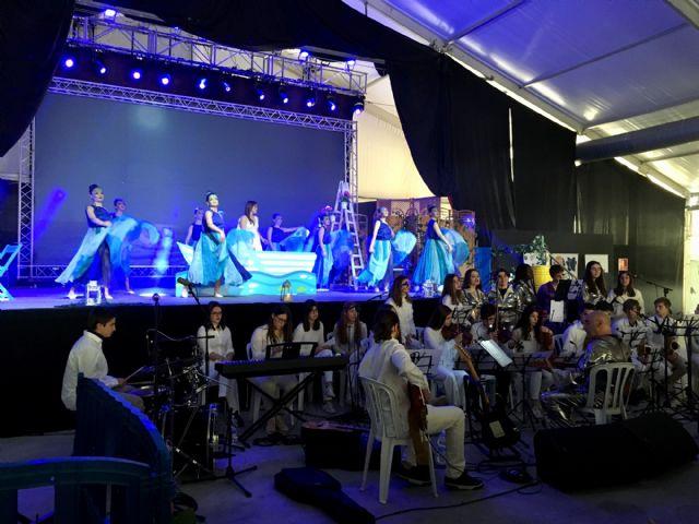 """Mil doscientos alumnos de la comarca asistieron a la representación benéfica del musical """"Mamma Mía"""" protagoniza por alumnos del IES """"Alfonso X El Sabio"""" - 2, Foto 2"""