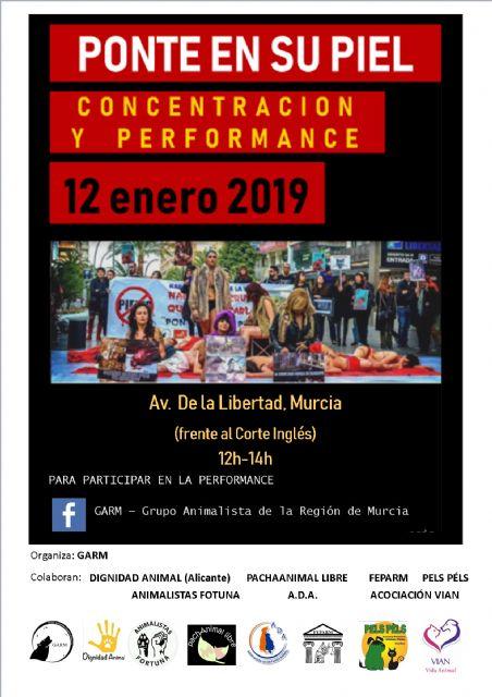 Colectivos y asociaciones animalistas convocan una concentración y una performance contra la industria peletera, frente al Corte Inglés de Murcia, Foto 1
