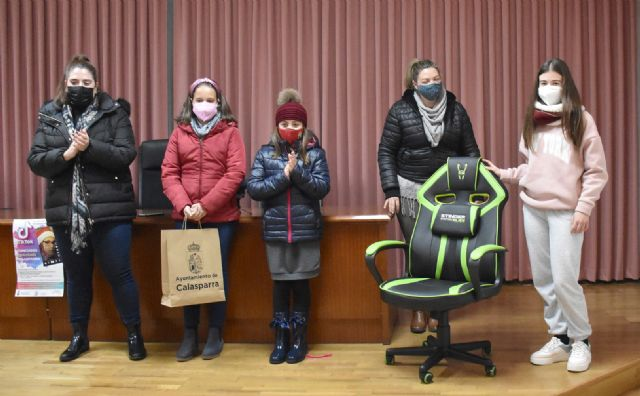 Entrega de premios a las ganadoras del concurso navideño de TIK-TOK - 2, Foto 2