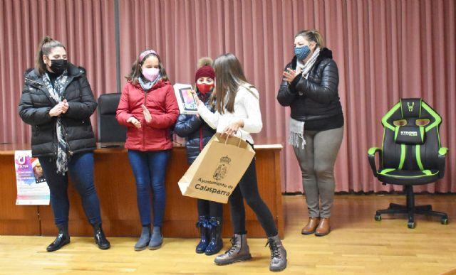 Entrega de premios a las ganadoras del concurso navideño de TIK-TOK - 3, Foto 3