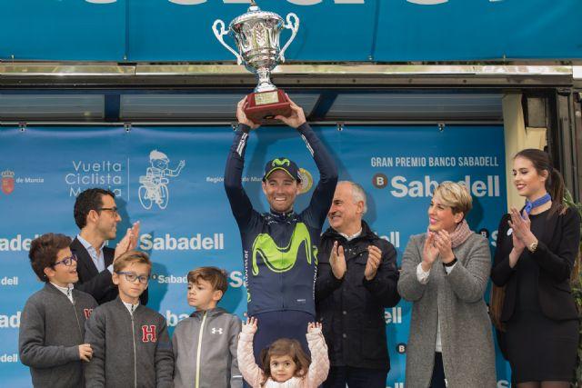 Noelia Arroyo entrega el Gran Premio de la Vuelta Ciclista a la Región de Murcia a Alejandro Valverde, Foto 1