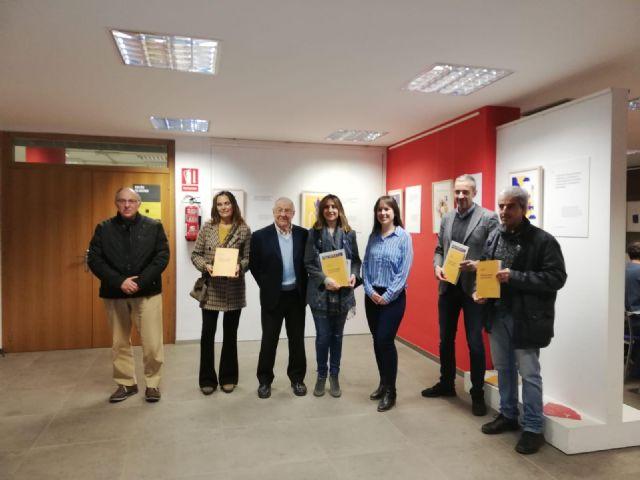 Estudiantes de diseño explican los Objetivos de Desarrollo Sostenible en una exposición en el centro 585 m2 - 1, Foto 1