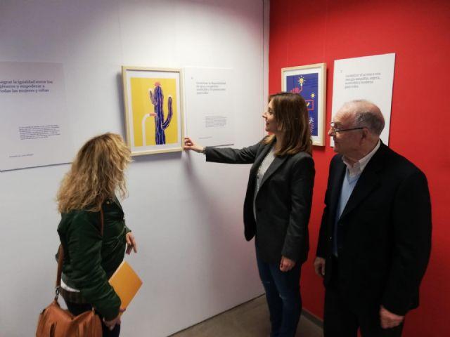 Estudiantes de diseño explican los Objetivos de Desarrollo Sostenible en una exposición en el centro 585 m2 - 2, Foto 2