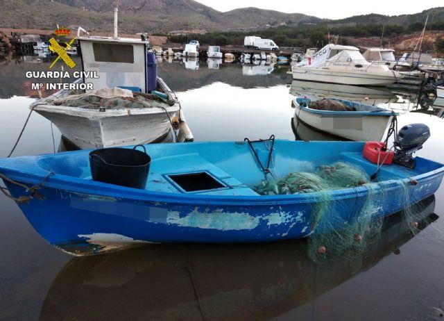 La Guardia Civil sorprende a dos pescadores furtivos en Portmán-La Unión, Foto 3