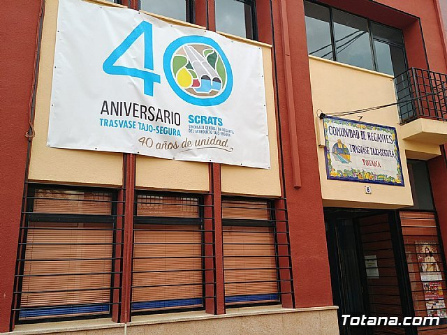 They place a banner of the 40th Anniversary of the Tajo-Segura Transfer on the facade of the Community of Irrigators of Totana - 1