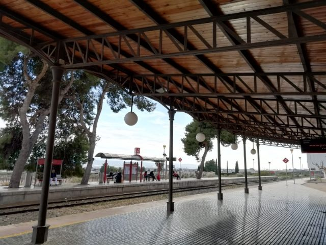 From today, the circulation of trains between Murcia and Águilas is interrupted until February 23 Travelers will have to use the alternative bus service arranged to guarantee their mobility - 1