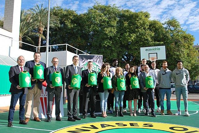 La primera pista de baloncesto reformada con vidrio reciclado llega a la Región de Murcia - 1, Foto 1