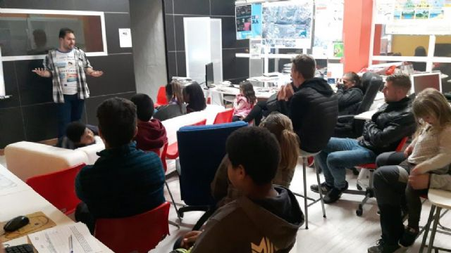 200 jóvenes y medio centenar de padres y madres participan en la I Lan Party Tecnológica de Juventud, Foto 1
