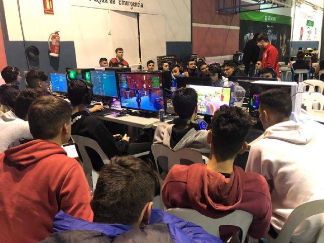 200 jóvenes y medio centenar de padres y madres participan en la I Lan Party Tecnológica de Juventud, Foto 4