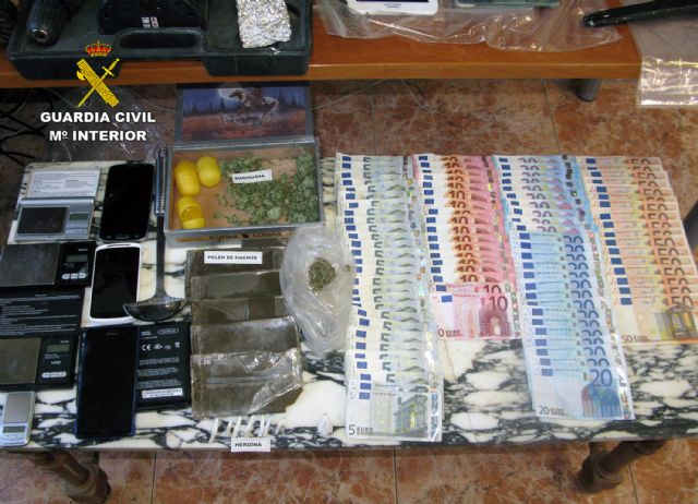 The Civil Guard dismantled a point of sale of drugs and receiving of stolen objects in Totana