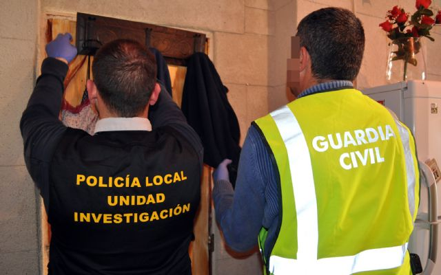 The Civil Guard dismantled a point of sale of drugs and receiving of stolen objects in Totana, Foto 4