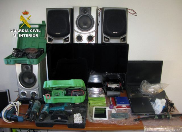 The Civil Guard dismantled a point of sale of drugs and receiving of stolen objects in Totana, Foto 5