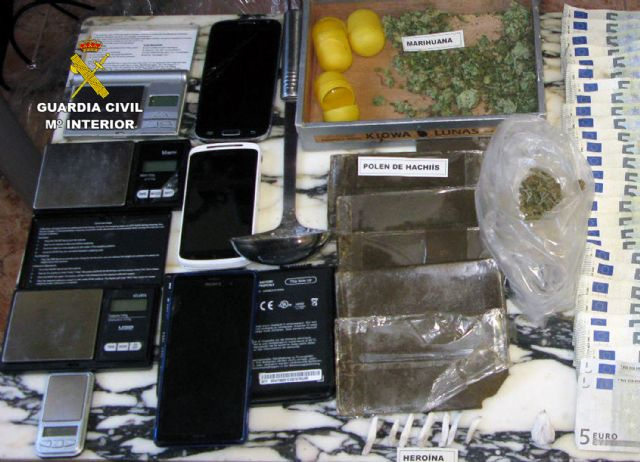 The Civil Guard dismantled a point of sale of drugs and receiving of stolen objects in Totana, Foto 6