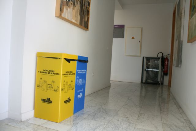 They implement the selective collection of light packaging waste, paper and cardboard in the municipal offices - 3