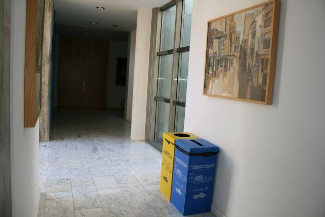 Implantan la recogida selectiva de residuos de envases ligeros, papel y cartón en las dependencias municipales, Foto 4