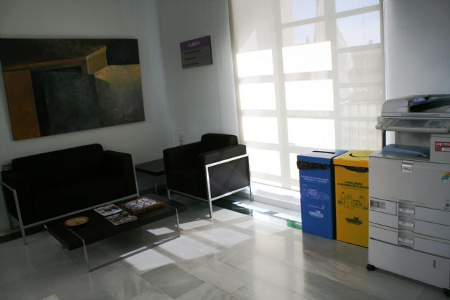 They implement the selective collection of light packaging waste, paper and cardboard in the municipal offices - 5