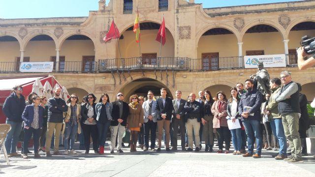 Lorca rinde homenaje a las víctimas del 11M con una concentración silenciosa en Plaza de España - 1, Foto 1