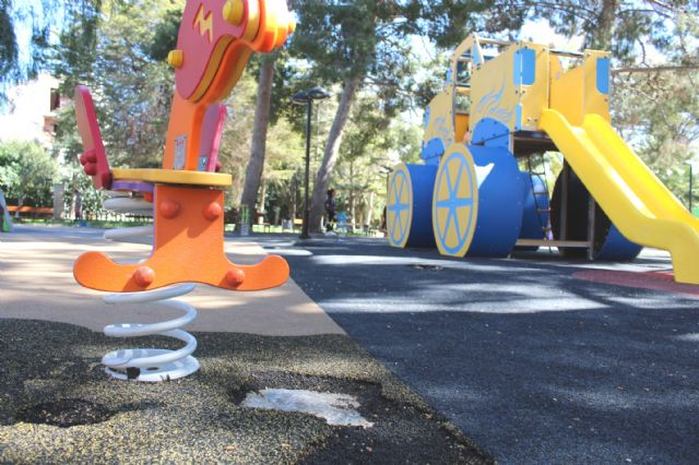 "Awarded the repair works of the cushioning pavement and children's games of the municipal park ""Marcos Ortiz"""