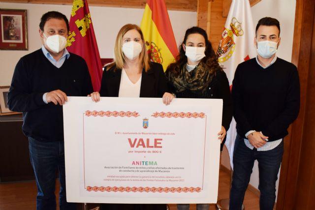 ANITEMA recibe 800 euros de los beneficios obtenidos por la venta de la revista de las fiestas patronales - 1, Foto 1