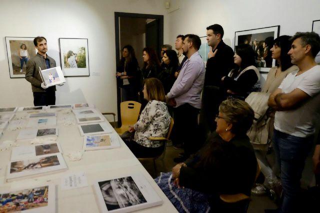 El museo Cristóbal Gabarrón de Mula acoge la exposición de los alumnos del máster UCAM-Fotogenio, Foto 1