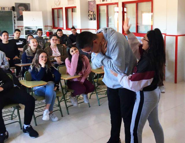El programa de formación en primeros auxilios de Protección Civil pasa por el colegio Monte Azahar - 2, Foto 2