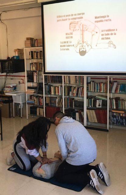 El programa de formación en primeros auxilios de Protección Civil pasa por el colegio Monte Azahar - 3, Foto 3