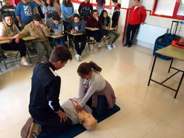 El programa de formación en primeros auxilios de Protección Civil pasa por el colegio Monte Azahar - 4, Foto 4